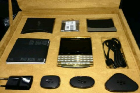 BLACKBERRY PORSCHE P9981 GOLD DESIGN (24 CARAT GOLD) @ $850usd (