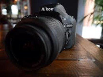 نيكون D5200 الكاميرا الرقمية SLR مبتكرة في المربع