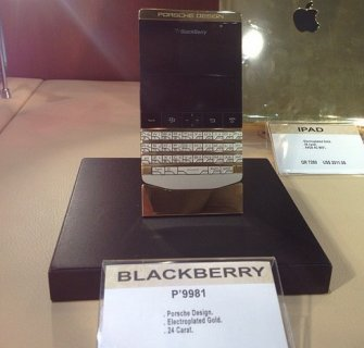 Blackberry Porsche Design P9981 24 Carat Gold with special pin