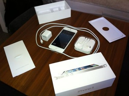 WTS:-Apple iPhone 5 HSDPA 4G (BBM CHAT 25F7FA0C  )