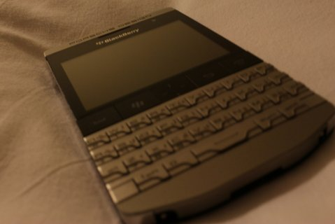 WTS:-Blackberry Porsche design p9981 (BBM CHAT 25F7FA0C )