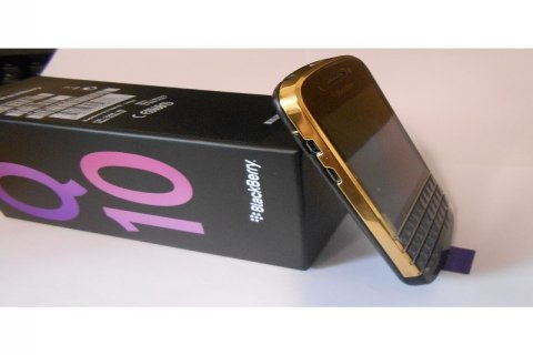 New Blackberry Q10 Gold Plated (BBM Chat:295941E1)