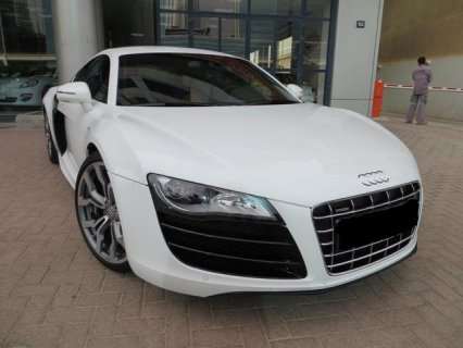 AUDI R8, V10 , 16000 KLMS WHITE WITH BLACK