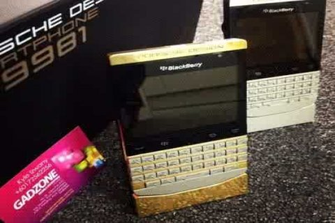 Special Pin Blackberry Porsche P9981 (Gold, Silver & Black)