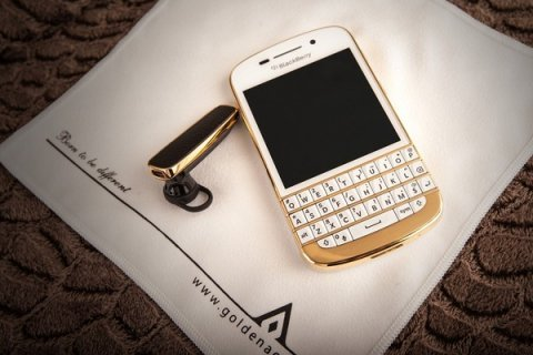 Blackberry Q10 Gold, & Apple IPhone 5 Gold add pin 233DAA2F