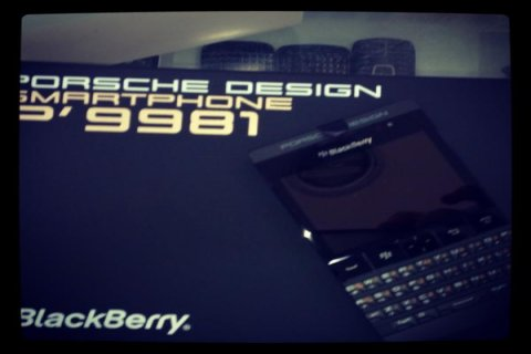 BlackBerry Porsche Design P\'9981 Black Gold Add pin 233DAA2F the
