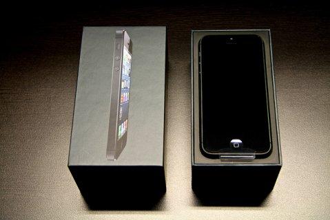ابل اي فون 5 آخر موديل-64GB - أسود وأبيض مفتوح مصنع قابلة للاستخ
