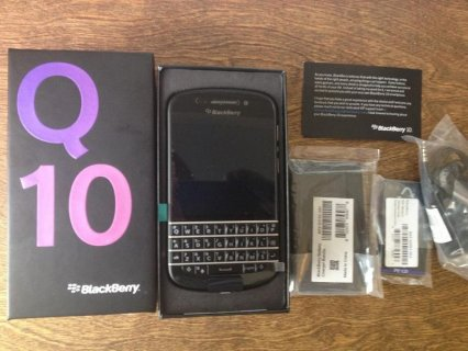 Blackberry Q10 (White & Black)(BBM pin: 26fc4748)