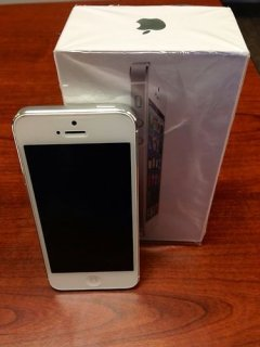 Apple iPhone 5 16GB Unlocked (Gold,White & Black )(BBM pin: 26fc