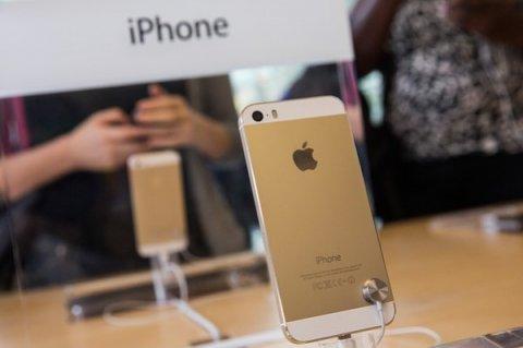 Gold iPhone 5S With 64GB Storage & Gold BB Porsche P9981 + Speci