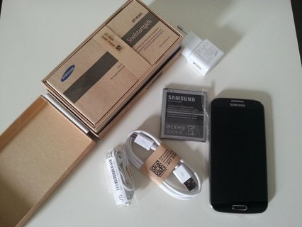 Unlocked Samsung Galaxy S4 in Box