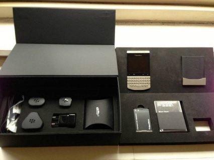 For Sale: BlackBerry Porsche P\'9981, Apple iPhone 5S (Gold/White
