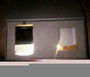 Blackberry Porsche p9981 Gold Design & IPhone 5S (BBM) 2A28F4D4