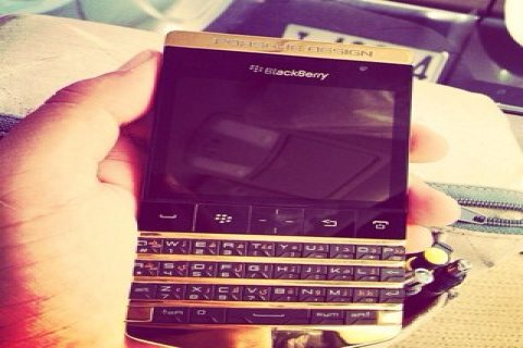 Bb porsche design with Arabic keyboard and Vip pin (2000 aed):