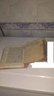 كتاب مخطوط باليد منذ عام 1000 هجري