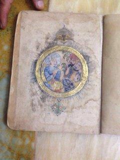 مجموعة مخطوطات عربية قدم ٧٠٠ سنة