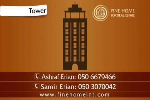للبيع برجين في شارع الشيخ زايد_دبي_B_152
