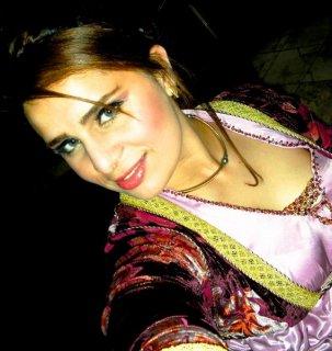 انا فتاة مغربية جميلة ظريفة محبوبة متفهمة