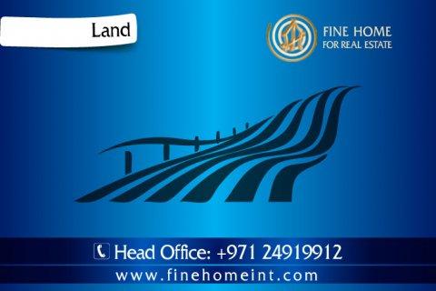 للبيع نصف أرض في الشامخة _أبو ظبي_ (L_815)