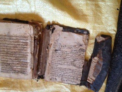 كتب قديمة مخطوطة باليد