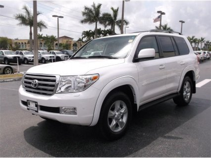 TOYOTA LAND CRUISER 2011 NEATLY USED