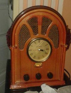 راديو قديم وساعة