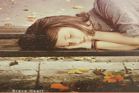 انسانة هادئة طيبة حنونة احب الخير لناس جميعا