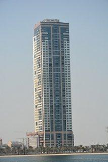 شقة امامية على كورنيش الخان في برج جديد مع باركينغ