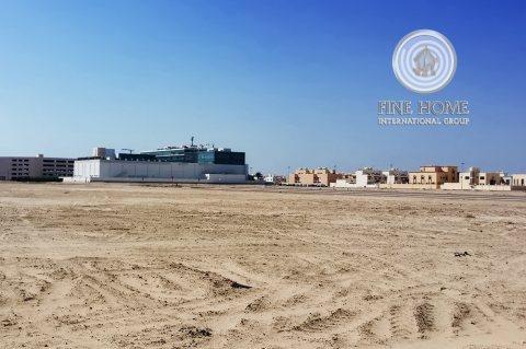 للبيع ارض تجارية في مدينة محمد بن زايد_ أبوظبيL_1231