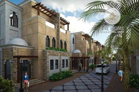 مجمع 3 فلل رائع للبيع في منطقة الكرامة أبوظبي