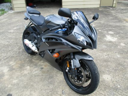Clean 2016 Yamaha R6 in GREAT condition