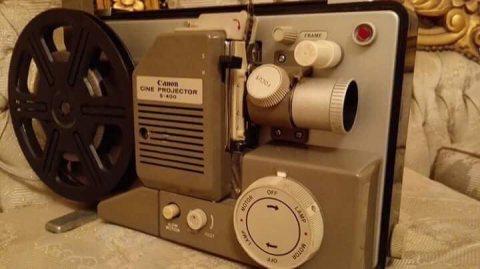 جهاز عرض سينمائي قديم جدا
