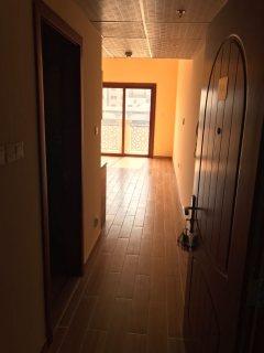 للإيجار غرفة وصالة جديدة أول ساكن وموقع مميز على شارع الشيخ محمد بن زايد
