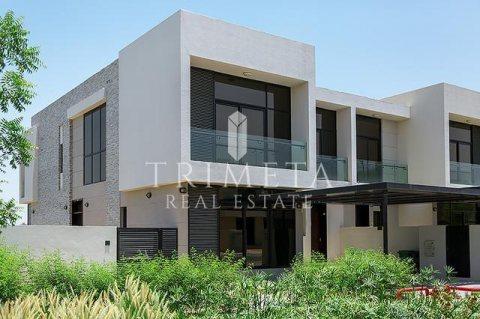فيلا4غرف وغرفة خادمة بقلب دبي جاهزة للسكن وأدفع فقط 6500 درهم شهري