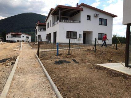 للبيع في البوسنة فلل جاهزة قريبة من النهر بسعر يبدأ من 425 الف درهم