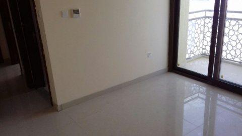 للإيجار شقة 2 غرفة وصالة جديدة أول ساكن فقط 52000 على 4 شيكات