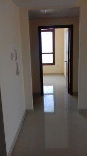للإيجار شقة 2 غرفة وصالة جديدة أول ساكن وموقع مميز على شارع الشيخ محمد بن زايد