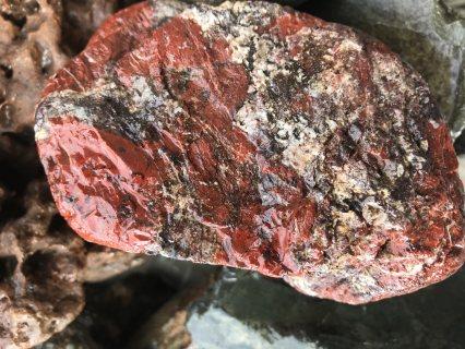 احجار طبيعيه نادره وجميله..للزينه