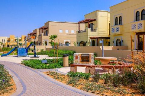 بأجمل مجمع فلل في إمارة دبي بالقرب من جميع الخدمات فيلا3غرف وغرفةخادمةتقسيط