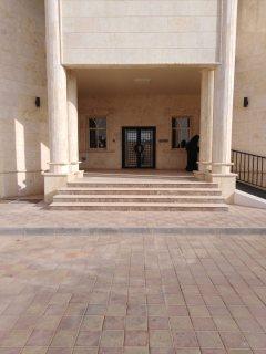 للايجار بسعر مغري فيلا 10 غرف viiip في زاخر بمدينة العين