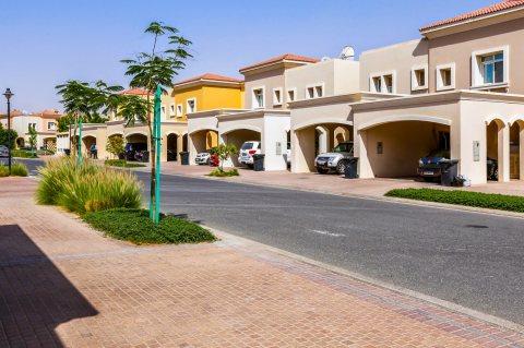 تملك في دبي فيلتك وقسط علي 4 سنوات بعد الاستلام بدون فوائدفيلا 3 غرف وغرفة خادمة