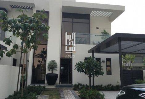 فيلا في دبي 4 غرف وحديقة خاصة وباركينج 2 سيارة بمجمع فلل في دبي تقسيط