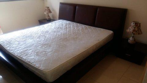 غرفة نوم سرير قياس ملكي