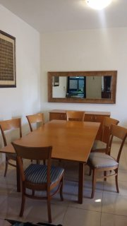 غرفة طعام قابلة للتكبير