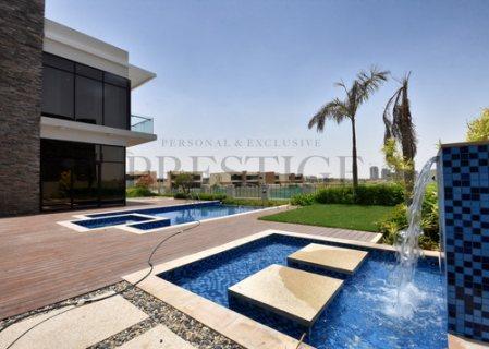 فيلا في دبي بقلب دبي جاهزة للسكن بأجمل اطلالة علي ملاعب الجولف