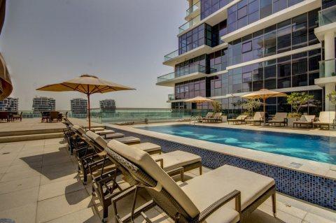 تملك شقة غرفة وصالة في دبي باطلالة مميزة علي الجولف ب399الف