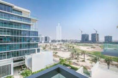 شقق علي الجولف في دبي والبحيرات الصناعية بمنطقة جنوب البرشاء خلف مول الامارات