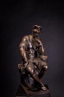 للبيع ٤٠ تمثال اثري من البرونز خالص