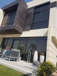 فلل جاهزة للسكن في دبي علي الجولف مباشرة بمنطقة البرشاء جنوب