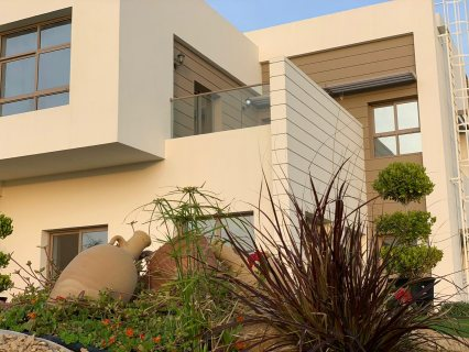 فيلا 5 غرف وغرفة خادمة جاهزة للسكن بقلب الشارقة بمنطقة السيوح تقسيط4سنوات